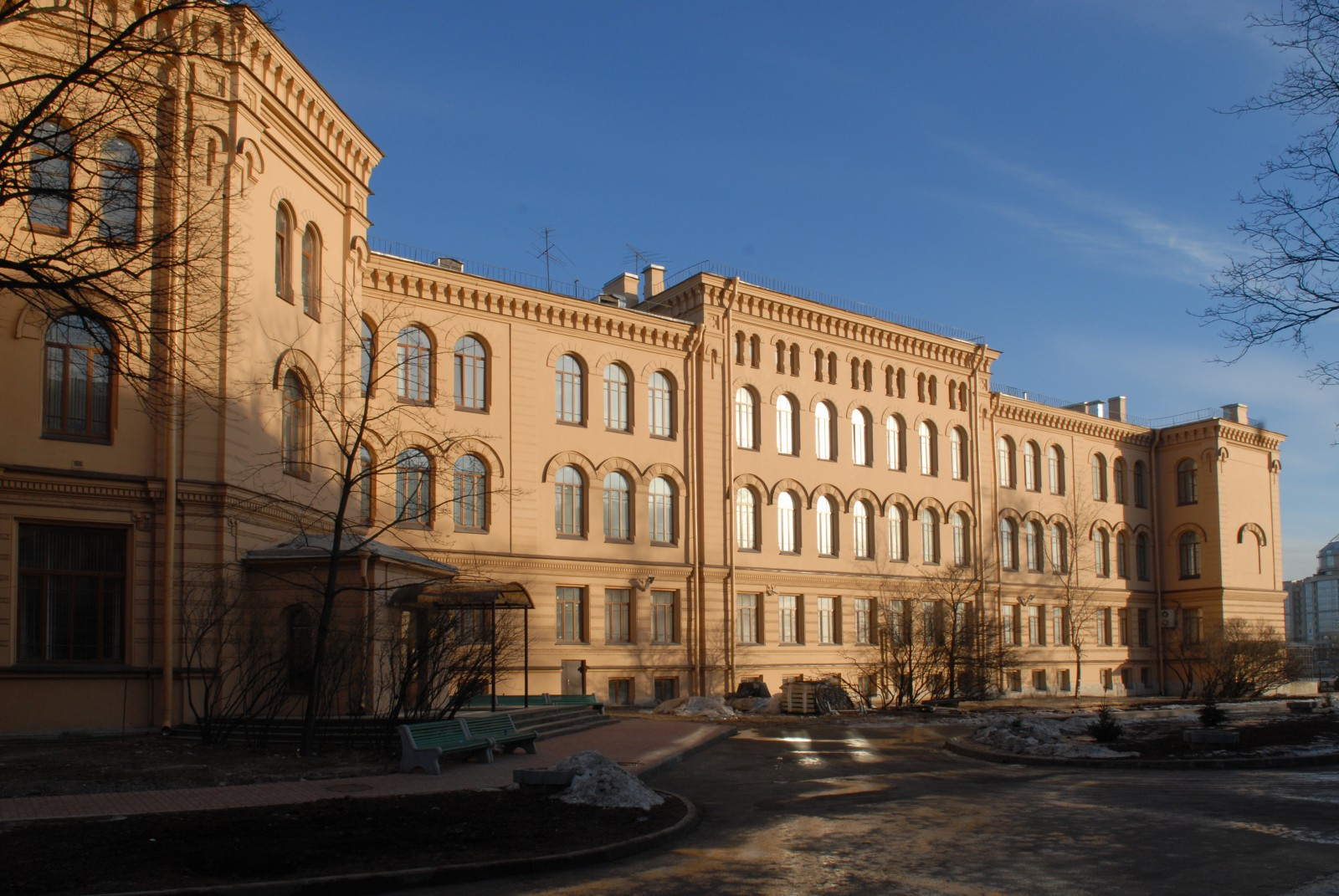 Здание Центра